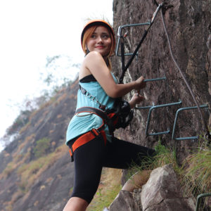 wanita climbing